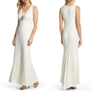 NEW Vince Camuto IVORY Wedding BROCHET GOWN 4